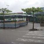 Winkelwagen stalling bij een tuincentrum